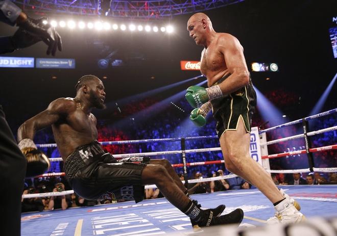 Fury thang knock-out Wilder, gianh dai WBC hinh anh 1 2020_02_23T053547Z_1181506715_HP1EG2N0FJNMQ_RTRMADP_3_BOXING_HEAVYWEIGHT_WILDER_FURY.JPG