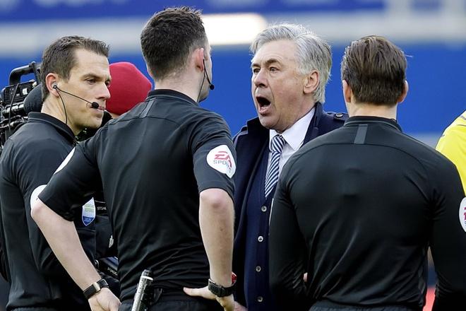 HLV Ancelotti bi phat nang vi nhan the do tran Everton hoa MU hinh anh 1 5568.jpg