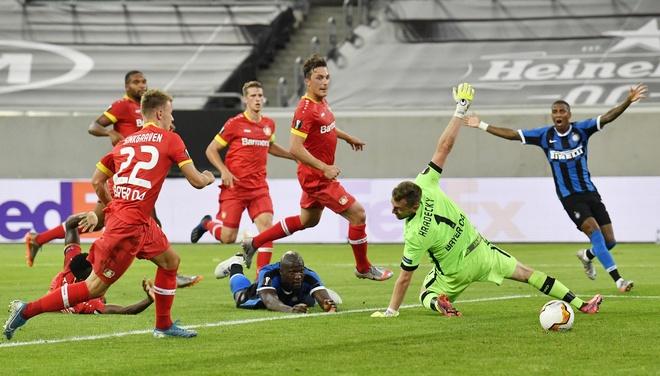 Inter Milan dau voi Bayer Leverkusen anh 1