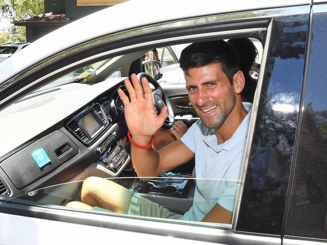 Djokovic song giau sang anh 8