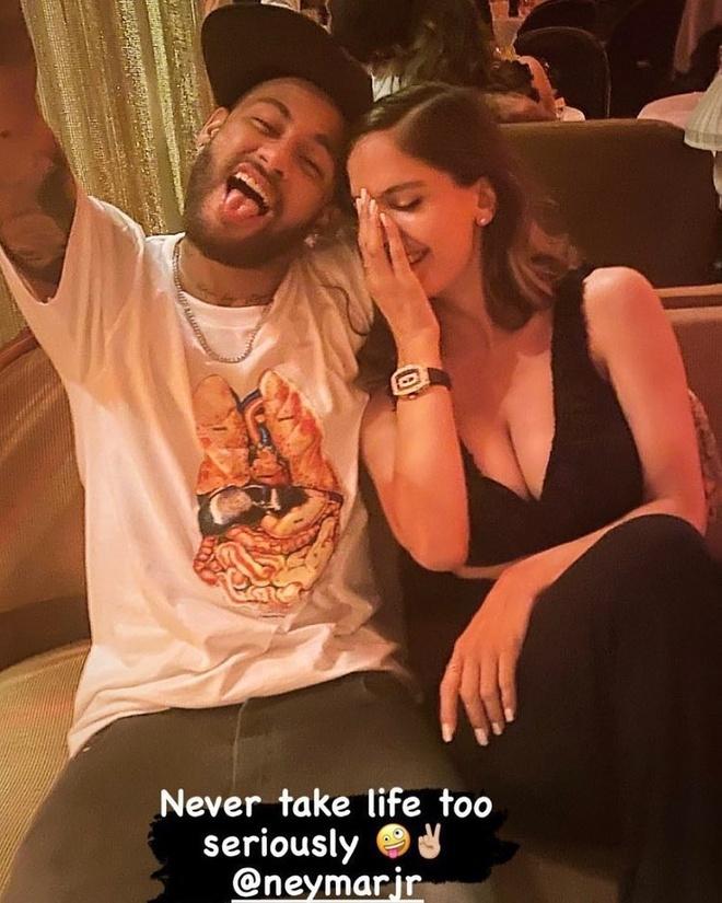 <em>Người mẫu</em> Mỹ thừa nhận chuyện tình với Neymar
