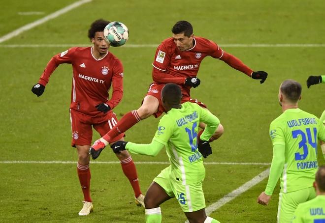 Lewandowski tỏa sáng trước ngày dự FIFA The Best