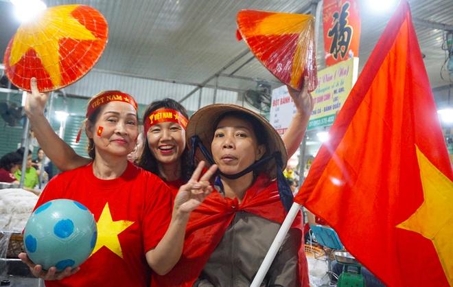 Tieu thuong Da Nang treo co kin cho, co vu doi tuyen Viet Nam hinh anh