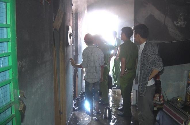 Cháy căn hộ vắng chủ, cả chung cư tháo chạy