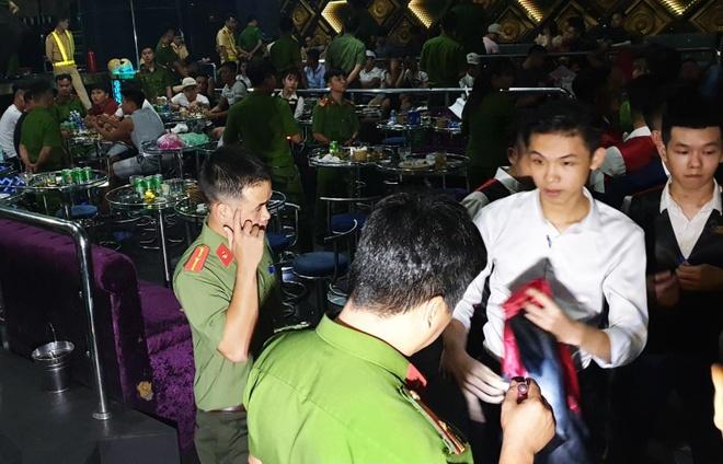 80 nguoi duong tinh ma tuy trong quan bar giua trung tam Da Nang hinh anh 1
