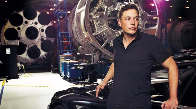 Elon Musk: 'Anh co nghi la toi dien khong?' hinh anh
