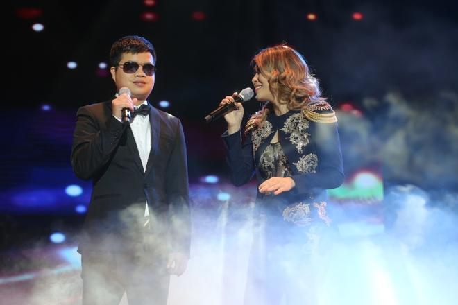 My Tam moi chang trai khiem thi song ca trong live show hinh anh 1