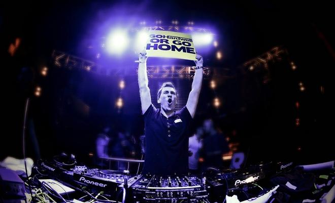DJ Hardwell hua hen pha ky luc nguoi tham gia le hoi EDM hinh anh 3