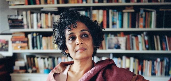 Cuon tieu thuyet dang gia 20 nam cho doi cua Arundhati Roy hinh anh 1
