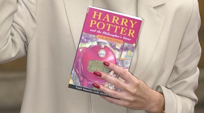 10 su that thu vi dang sau cuon sach 'Harry Potter va Hon da phu thuy' hinh anh