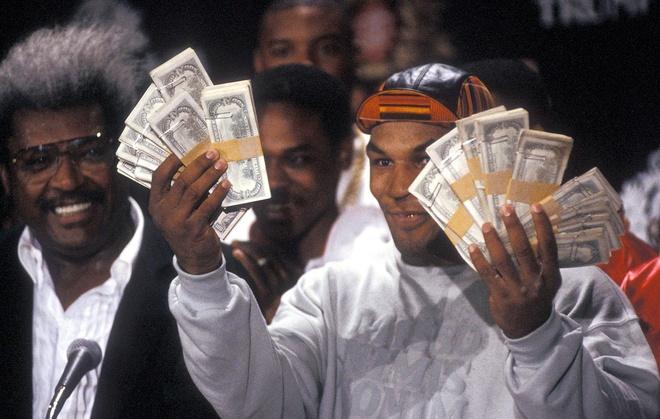 Mike Tyson: Nguoi co the bo quen chiec tui chua 1 trieu do hinh anh