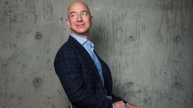 Jeff Bezos - cau be ten lua hinh anh 3