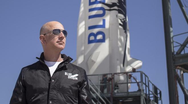 Jeff Bezos - cau be ten lua hinh anh