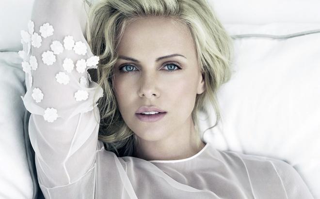 Charlize Theron: Lam me ngoai doi vat va khong kem tren man anh hinh anh