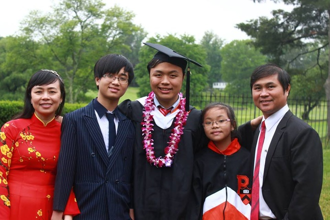 Chang trai duoc 7 dai hoc My cap hoc bong nhan bang danh du hinh anh