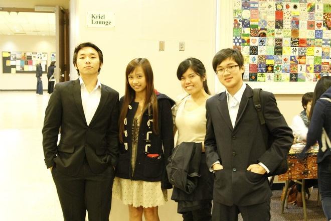 Du hoc de biet khong noi nao tuyet voi nhu Viet Nam hinh anh 1 Bùi Minh Triết (phải) cùng bạn bè ở Đại học McDaniel