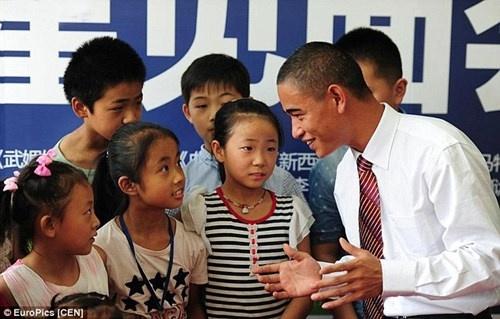 Ban sao Obama kiem bon tien nho tham gia su kien hinh anh 4