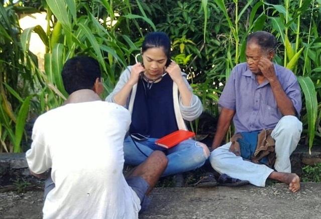 Tieu thu Indonesia lam nguoi mau de giup do tre em ngheo hinh anh 2