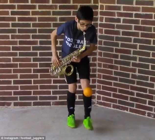 Cau be 11 tuoi vua tang bong vua thoi ken saxophone hinh anh