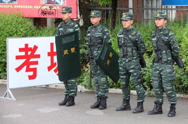 Thi sinh Trung Quoc gian lan thi cu co the ngoi tu 7 nam hinh anh 1