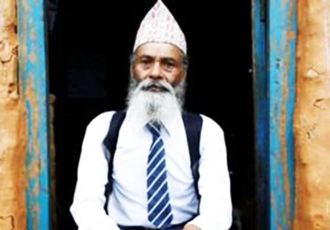 Nepal: Cu ong 68 tuoi chon di hoc lam thu vui tuoi gia hinh anh