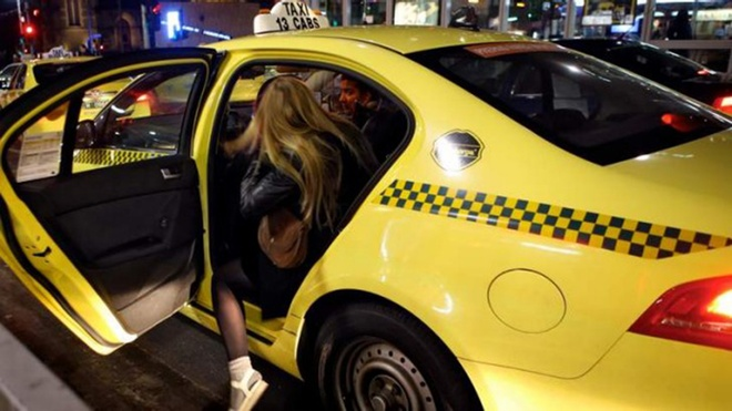Bi kip giup con gai di taxi dem mot minh an toan hinh anh 3