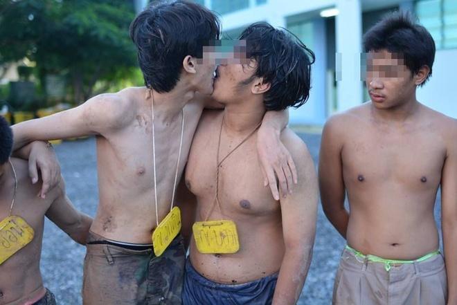 Man chao don tan sinh vien gay bat binh tai Thai Lan hinh anh 11