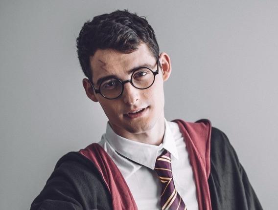 Chang trai duoc menh danh Harry Potter phien ban doi thuc hinh anh