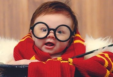 Be gai 3 thang tuoi duoc menh danh Harry Potter nhi hinh anh