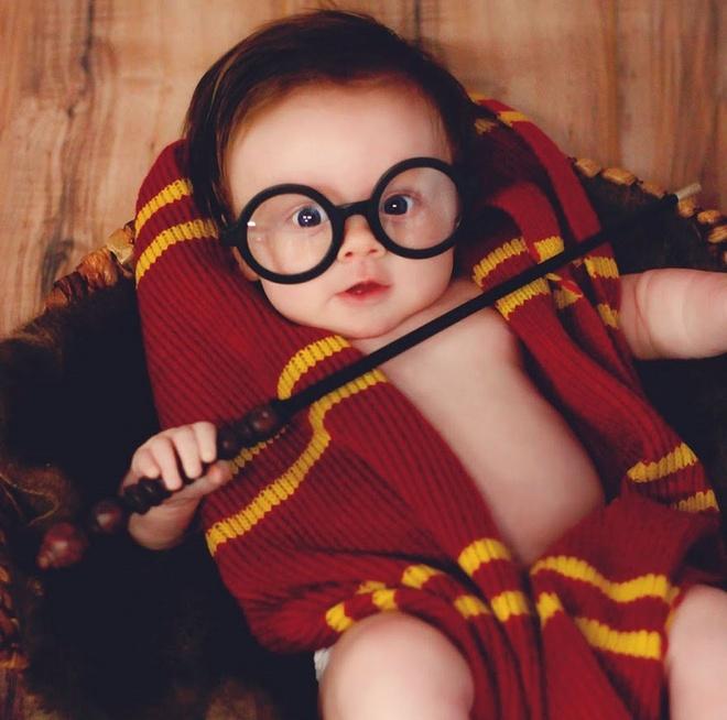 Be gai 3 thang tuoi duoc menh danh Harry Potter nhi hinh anh 5