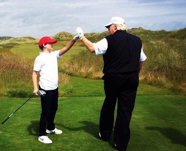 'Tieu Donald Trump' 10 tuoi chi thich mac comple, deo ca vat hinh anh 4