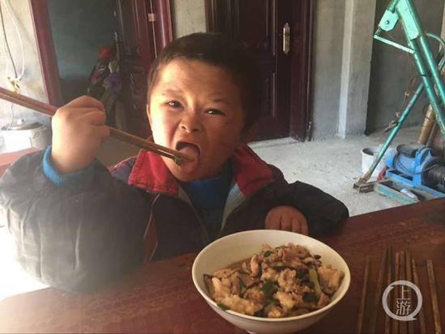 Jack Ma chu cap hoc phi cho cau be giong het minh hinh anh 4