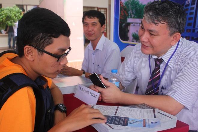 DH Y khoa Pham Ngoc Thach lan dau xet tuyen nganh Duoc hinh anh