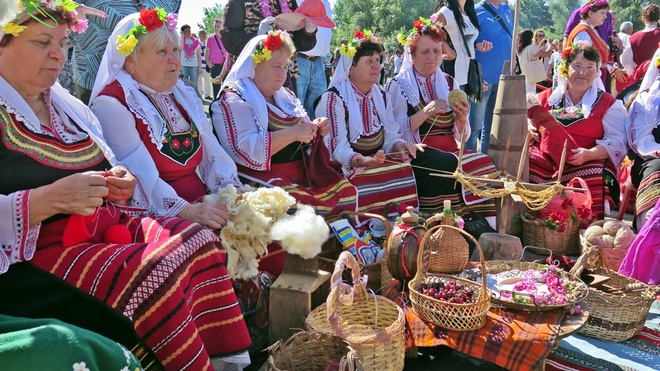 Le hoi hoa hong o Bulgaria dien ra nhu the nao? hinh anh 10