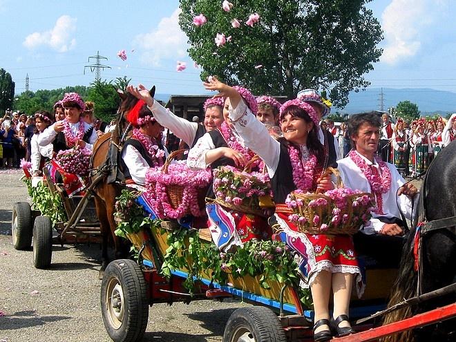 Le hoi hoa hong o Bulgaria dien ra nhu the nao? hinh anh 8
