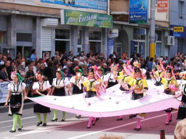 Le hoi hoa hong o Bulgaria dien ra nhu the nao? hinh anh 7