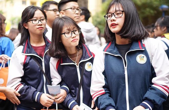 Nganh Tai chinh Ngan hang: Vat va, rui ro va luong thap? hinh anh 1
