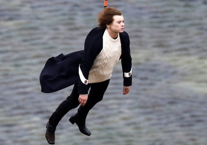 Harry Styles bat ngo tro thanh 'nan nhan' che anh tren mang hinh anh