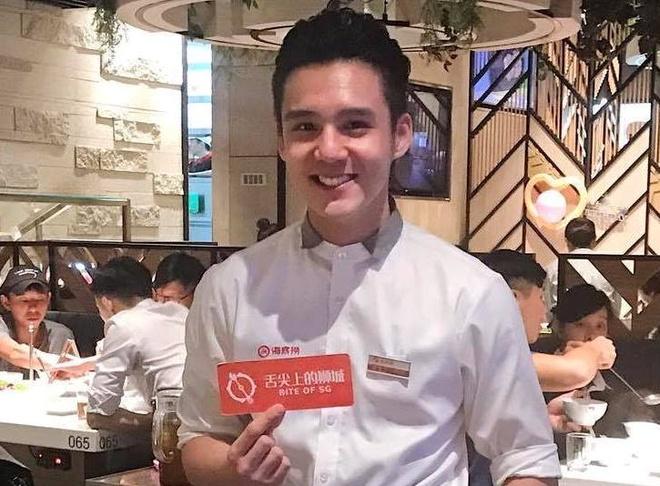Chang trai Viet bat ngo noi tieng khi lam boi ban tai Singapore hinh anh
