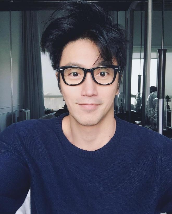'Hot boy' U50 noi tieng nho guong mat dien trai, co the 6 mui hinh anh 2