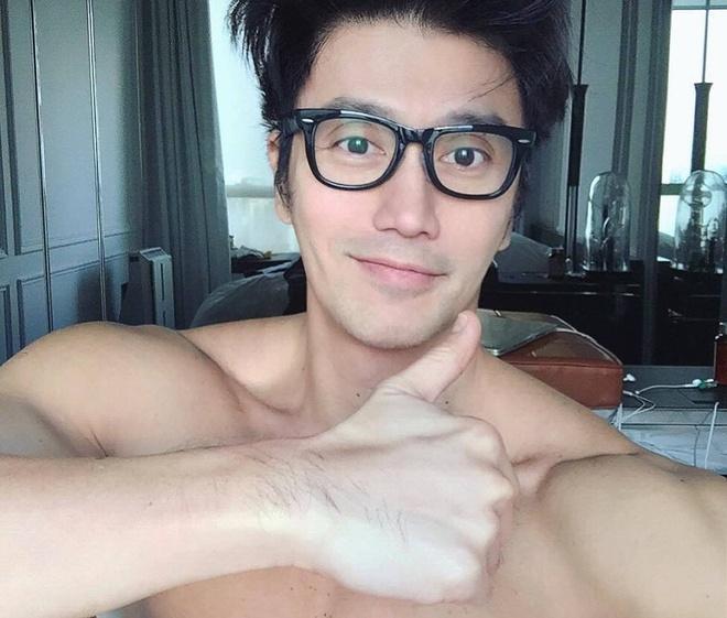 'Hot boy' U50 noi tieng nho guong mat dien trai, co the 6 mui hinh anh