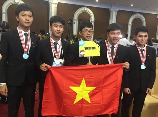 5 hoc sinh doat huy chuong Olympic nhap hoc DH Bach khoa Ha Noi hinh anh
