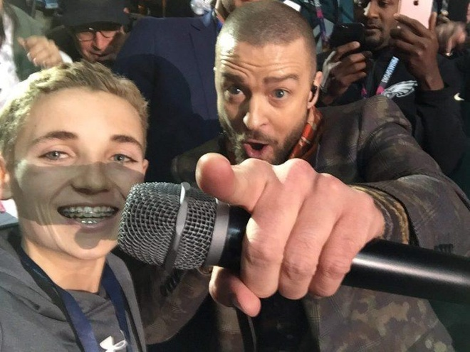 Tro thanh hien tuong mang nho buc anh selfie voi Justin Timberlake hinh anh