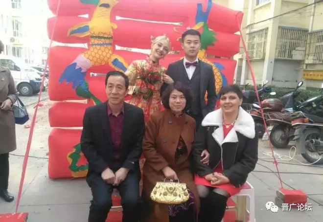 Khong ton tien thach cuoi, chang trai Trung Quoc van lay duoc vo dep hinh anh 6