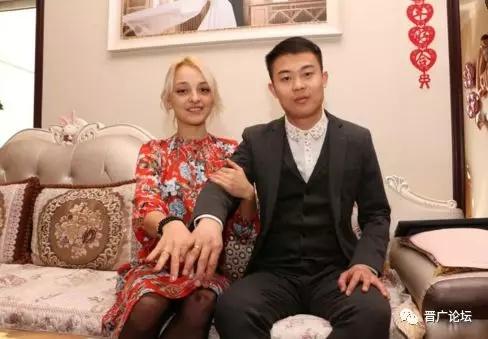 Khong ton tien thach cuoi, chang trai Trung Quoc van lay duoc vo dep hinh anh 1