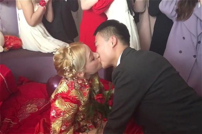 Khong ton tien thach cuoi, chang trai Trung Quoc van lay duoc vo dep hinh anh 7