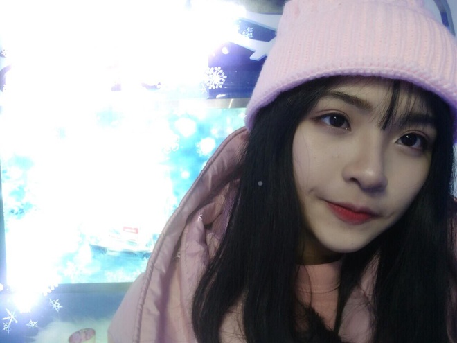 Sau Khanh Vy, day la hot girl moi cua truong Phan Boi Chau hinh anh 2