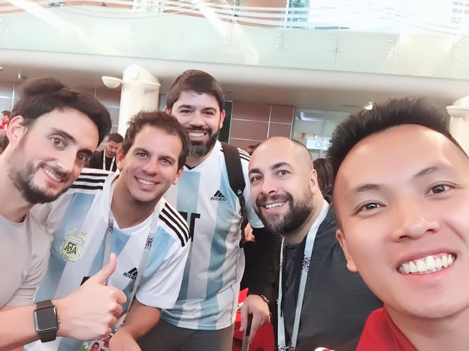 A khoi Ngoc Nu rang ro sang Nga xem World Cup, co vu doi Brazil hinh anh 2