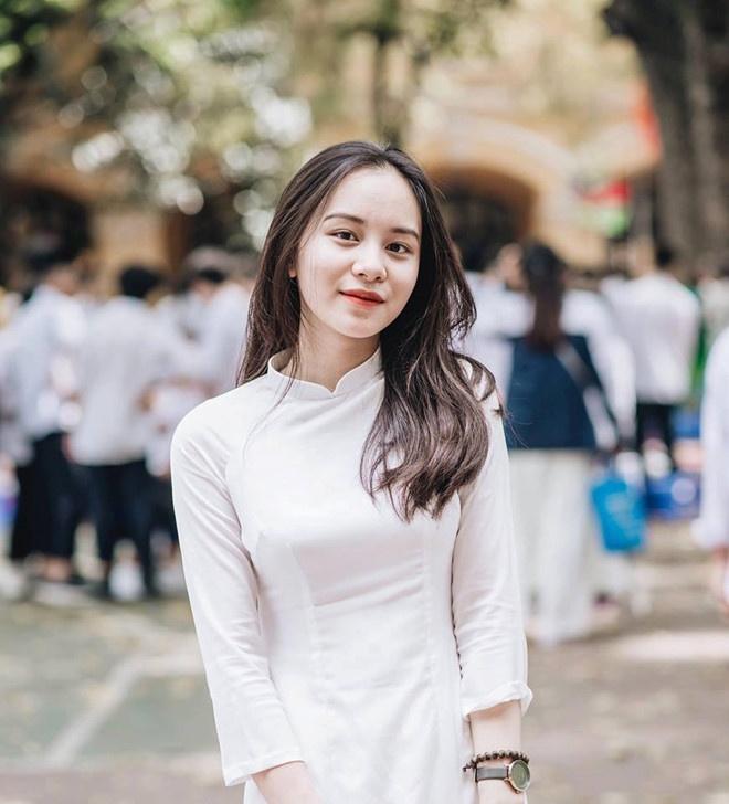 4 nu sinh Phan Dinh Phung 'gay thuong nho' trong ta ao dai trang hinh anh 7