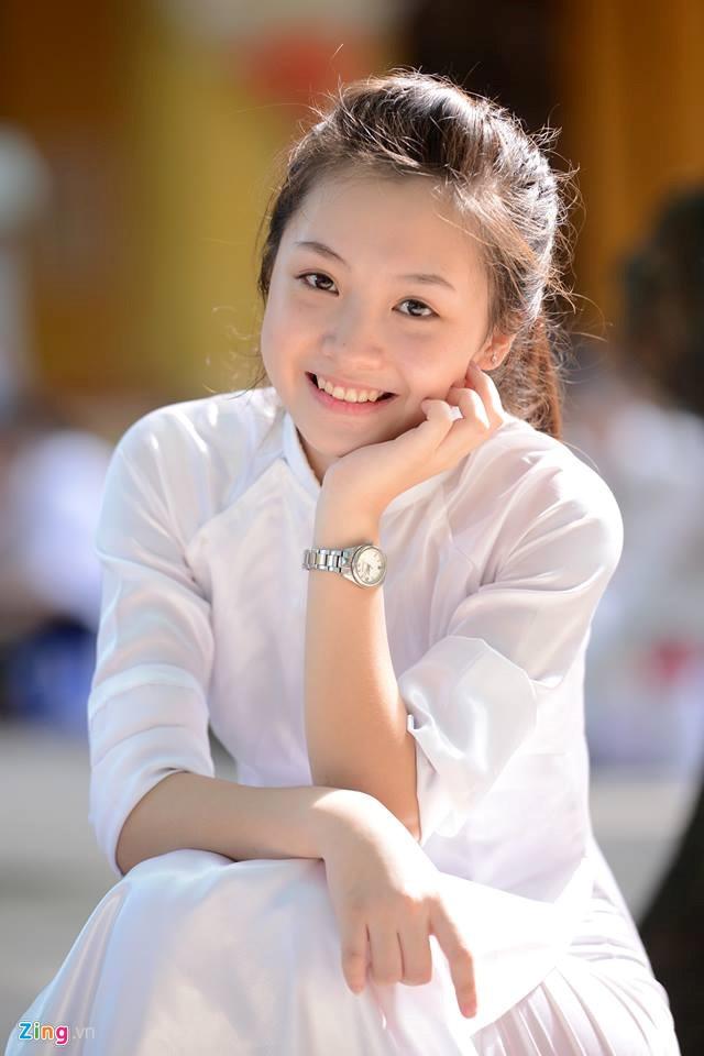 4 nu sinh Phan Dinh Phung 'gay thuong nho' trong ta ao dai trang hinh anh 11